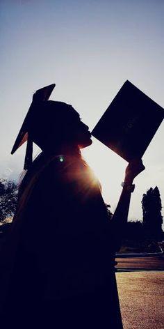 College Graduation Photos, College Graduation Pictures, Graduation Picture Poses, Graduation Portraits, Graduation Photoshoot, Graduation Photography, Grad Pics, High School Graduation Picture Ideas, Grad Pictures