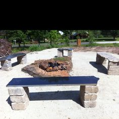 Great idea for all those granite leftovers. Garden benches made from granite remnants and concrete blocks. Outdoor Garden Bench, Outdoor Gardens, Garden Benches, Outdoor Decor, Outdoor Ideas, Granite Slab, Granite Kitchen, Granite Table, Beach Gardens