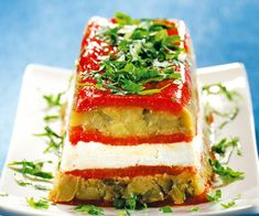 Here is a recipe for an eggplant terrine with fresh goat cheese. What an excellent starter to prepare! Vegetarian Cheese, Goat Cheese, Starters, Avocado Toast, Eggplant, Goats, Sandwiches, Voici, Stuffed Peppers
