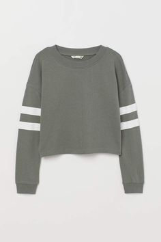Sweatshirt in organic cotton fabric. Heavily dropped shoulders, long sleeves with a printed motif, and ribbing at neckline and cuffs. Hoodie Sweatshirts, Printed Sweatshirts, Love Clothing, Girls Fashion Clothes, Fashion Outfits, Sweatshirt Outfit, Cute Outfits For School, Kids Outfits, Girls Crop Tops