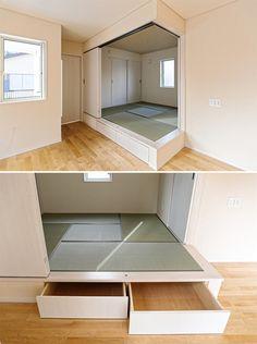 LDKからの続き間和室は、建具によって間仕切られています。腰掛も可能な上がり床下には、 引き出し収納を設え、和室で使われる小物類をしまえる便利さです。|和室|自然素材|新築|畳|小上がり収納|創業以来、神奈川県(秦野・西湘・湘南・藤沢・平塚・茅ヶ崎・鎌倉・逗子地区)を中心に40年、注文住宅で2,000棟の信頼と実績を誇ります|