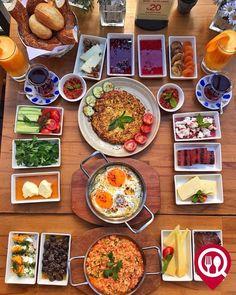 Ege Serpme Frühstück - W Kitchen Restaurant / Istanbul (Bakirkoy) - New Ideas Breakfast Platter, Breakfast Lunch Dinner, Mothers Day Breakfast, Breakfast Recipes, Breakfast Presentation, Food Presentation, Turkish Breakfast, Good Food, Yummy Food