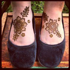 #henna #maplemehndi #flowers #feet