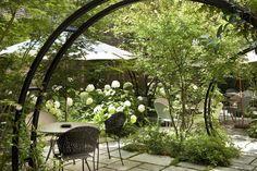 Hotel Regent's Garden ****: près de la place de l'Etoile à Paris, jardin extérieur, certifié Eco Label - near Place de l'Etoile in Paris, outdoor garden, Eco Label certified. The garden -Le jardin
