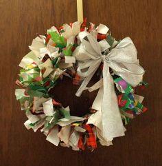 corona navideña de papel reciclado