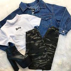 LOOK IKA🔥🔥🔥 disponible en el SHOP online (link en bio) y en el SHOWROOM!! MAÑANA ABRIMOS A LAS 15 HRS 💥 Quilmes centro Lavalle 729, 1roF 💥 Teen Fashion Outfits, Fall Outfits, Casual Outfits, Tumblr Outfits, Grunge Outfits, Pretty Outfits, Cute Outfits, Mode Rock, Mode Kawaii
