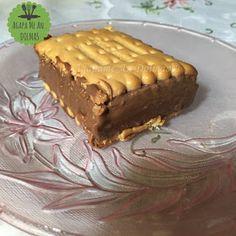 μπισκοτογλυκό Dessert Recipes, Desserts, Cupcake, Happy Birthday, Food, Tailgate Desserts, Happy Brithday, Deserts, Cupcakes