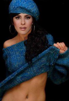 danna garcia - bonito conjunto de jersey y gorro azul de punto Knit Crochet, Actresses, Knitting, Celebrities, Fashion, Templates, Danna Garcia, Fashion Clothes, Bonito