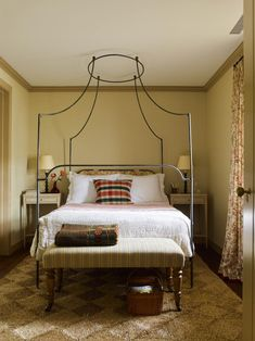 A Restored Carriage House in the Heart of Charleston, South Carolina - charming guest bedroom