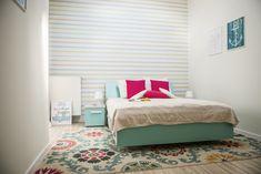 Culori pastelate și imprimeuri vesele într-o casă din Arad – Fabrika de Case    #colorfulbedroom #bedroomdecor