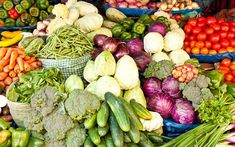 4 Reasons to shop at your local farmer's market Article On Women, Healthy Food, Healthy Recipes, Diet Tips, Fitness Diet, Farmers Market, Curves, Fresh, Shop