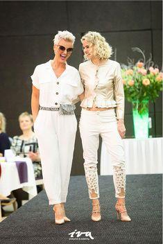 Capri Pants, Suits, Fashion, Moda, Capri Trousers, Fashion Styles, Suit, Wedding Suits, Fashion Illustrations