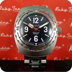 Saviez-vous que les Russes fabiquaient de jolies montres dans les années 60 ? Voici la plus emblématique de toutes : la Vostok Amphibia, montre de plongée de l'armée rouge, crée en 1967 et réedité ici 100% comme l'originale, mais en série limitée à 1967 exmplaires. Une belle oportunitée, à petit prix !