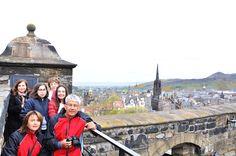 Edinburgh Kalesi'nin en yüksek yerinde Adana Turizm misafirleri ile