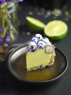 Raw Berry Lime Cheesecake (Free From: nuts, dairy, gluten & grains, added oil, a… - Vegan Cheesecake Recipes Raw Vegan Cake, Raw Vegan Cheesecake, Raw Vegan Desserts, Lime Cheesecake, Raw Cake, Sugar Free Desserts, Vegan Treats, Gluten Free Desserts, Raw Food Recipes