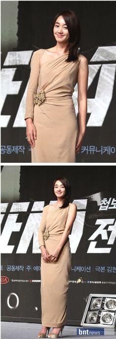 Soo-ae (수애) Long Gown Dress, Long Gowns, Super Movie, Popular Tv Series, Korean Star, Korean Actresses, Korean Celebrities, Korean Beauty, Pretty Face