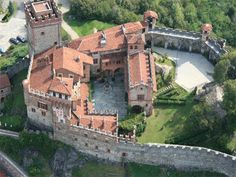 Medieval Castle for Sale in Northern Italy #Sandra Espinet