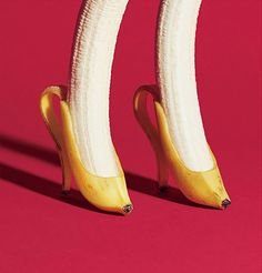 Banana is one of the healthiest fruits on the planet. For one thing, this tropical fruit is a real storehouse of minerals and vitamins, which boost your health on many different levels. Read these 10 shocking facts about bananas! Banana Art, Plakat Design, Creative Advertising, Instagram Advertising, Surreal Art, Conceptual Art, Collage Art, Collage Ideas, Food Art