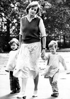 """Lady Diana Spencer - """"La Luna governa questo segno, ed è proprio il pianeta della gravidanza e delle nascite a esprimere lo speciale significato che l'infanzia assume per i nati del Cancro."""" http://www.sperling.it/scheda/978882005445"""