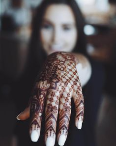 Hq photo henna for hand by @hennabysolange #mehndi #mehndidesign #henna #hennadesign #hennatattoo #hennaart #mehndiart