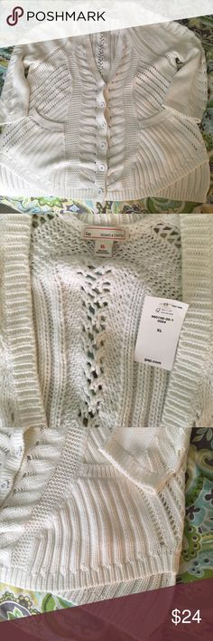 NWT GAP White cardigan gorgeous! NWT heavy knit white cardigan from the Gap. size XL. Love the intricate stitches! GAP Sweaters Cardigans