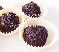 Ποιος δεν λατρεύει τα τρουφάκια, αυτές τις μικρές σοκολατένιες μπουκίτσες! Ετοιμάζονται γρήγορα και πολύ εύκολα, είναι νοστιμότατα, όσο θέ...