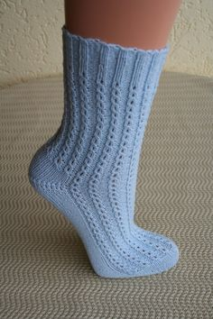 Socks knitting, coffee bean pattern The post Kaffeeböhnchen for my daughter appeared first on Woman Casual - DIY and crafts Baby Knitting Patterns, Knitting Designs, Crochet Patterns, Knitting Projects, Knitted Booties, Knitted Gloves, Knitting Socks, Patterned Socks, Designer Socks