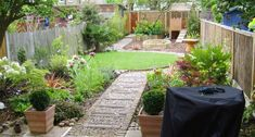 Backyard ideas - Brilliant and cheap backyard strategies. backyard ideas for small yards layout examples and tricks posted on For more charming information push the link to polish through the post idea 7505794298 this instant Small Rear Garden Ideas, Backyard Ideas For Small Yards, Back Gardens, Small Gardens, Outdoor Gardens, Modern Gardens, Backyard Layout, Backyard Landscaping, Landscaping Ideas