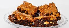 Brownies er alltid populært å ha med seg på besøk eller på tur. Denne oppskriften med smak av valnøtter og karamell er ekstra god.