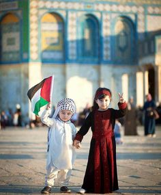 Children are so beautiful +innocent yet Palestinian children don't get to enjoy their childhood ! We luv you Palestine - from Cape Town, South Africa Palestine Girl, Palestine History, Cute Kids, Cute Babies, Baby Hijab, Little Girl Photos, Baby Girl Images, Islamic Posters, Islamic Wallpaper