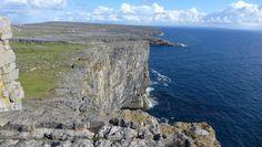 Au sommet de Dun Aengus sur l'île d'Inis Mor en Irlande !   #roadtrip #Ireland #irlande #alainntours #inismor #island Water, Outdoor, Gift Ideas, Water Water, Outdoors, Aqua, Outdoor Games, Outdoor Life