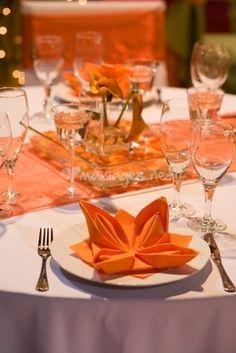 Idées de pliages de serviettes #napkinfold #serviette #decoration de table sur notre site: http://www.feezia.com/