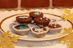 Orechové košíčky Mini Cupcakes, Rum, Desserts, Postres, Deserts, Rome, Dessert, Food Deserts