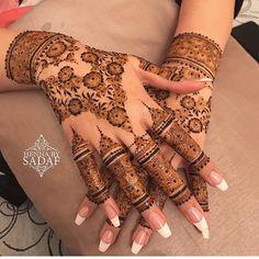 Absolutely stunning work by one of my favourite artists @hennabysadaf . #henna #mehndi #mehendi #mehandi #hennaart #hennatattoo #hennadesign #mendhi #bodyart #indian #indianwedding #pakistaniwedding #pakistanibride #arabic #floral #7enna #tattoo #tattooart #southasianbride #hennatattoo #pakistani #punjabiwedding #tattoosleeve #temporarytattoo #bridalhenna #bridal #wedding #artist #artistsoninstagram #weddinginspiration Wedding Henna Designs, Modern Henna Designs, Finger Henna Designs, Stylish Mehndi Designs, Mehndi Designs For Girls, Mehndi Designs For Fingers, Beautiful Mehndi Design, Best Mehndi Designs, Arabic Mehndi Designs
