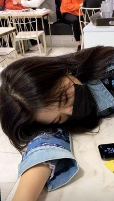 Korean Girl Photo, Cute Korean Girl, Girl Photo Poses, Girl Poses, Best Friend Couples, Teen Girl Photography, Korean Beauty Girls, Ulzzang Korean Girl, Korean Aesthetic