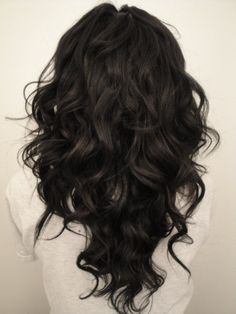 V layered haircut! My next hairstyle! (Now, if only I could curl my hair like that...)