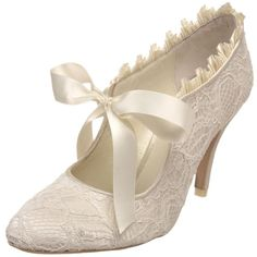 Menbur Vintage Lace And A Pretty Bow Closure Will Make Your Wedding Absolutely Timeless F Or Todays Lovely Heels We Feature Retro