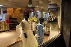 En L'ATELIER TUDELA puedes encontrar diseños especiales para momentos muy especiales. Artesanía y gran calidad de tejidos para nuestros comulgantes. Con cita previa en 948414951