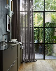 Check out this trendy custom drapes - what an inspired conception Drapes And Blinds, Curtains Living, Style At Home, Apartment Curtains, Home Design, Happy New Home, Homemade Curtains, Interior Styling, Interior Design