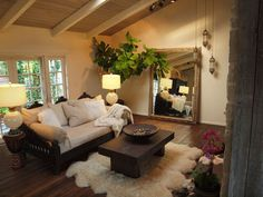 Image from http://st.houzz.com/simgs/c7c164d10f971f6d_4-5866/eclectic-daybeds.jpg.