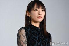 (画像1/10) 吉岡里帆、猫に似ていると思うところは? Pretty Girls, Short Hair Styles, Singer, Japanese, Actresses, Model, Photography, Bicycle, Portraits