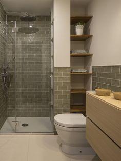 ↗ Optimal Small Master Bathroom Design Inspiring For A Remodeling 25 – Diy Bathroom İdeas Restroom Remodel, Diy Bathroom Remodel, Bathroom Renovations, Bathroom Interior, Small Shower Remodel, Budget Bathroom, Ideas Baños, Reno Ideas, Bathroom Design Small