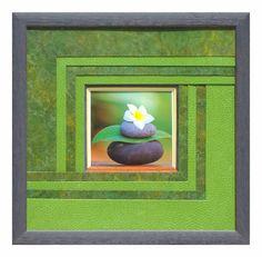 Graphisme réalisé par Claire en 2012Double biseau 45° jaune et gris sur 3 côtés, sur un filet blanc, et rouille en bas. Superposition de 8 cartonnettes décalées vertes qui s'entrecroisent.