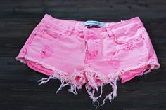 Find images and videos about cute, pink and summer on We Heart It - the app to get lost in what you love. Ripped Shorts, T Shirt And Shorts, Short Outfits, Summer Outfits, Cute Outfits, Pink Jeans, Pink Shorts, Cute Jeans, Cute Shorts