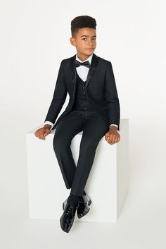 Shop boys black Roco 3 piece tuxedo at Roco. Boys black prom suits with free UK delivery & 30 day returns. Tuxedo Suit, Black Tuxedo, Black Prom Suits, Black Waistcoat, Dinner Suit, Boys Suits, Plain Black, Covered Buttons, Dapper