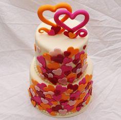 bruidstaart met gekleurde hartjes Cake Ideas, Birthday Cake, Cupcakes, Valentines, Party, Desserts, Inspiration, Food, Valentine's Day Diy