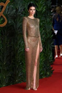 Kendall Jenner who is known for her bizarre choice of outfits once again stunner the Kendall Jenner Outfits, Kendall And Kylie Jenner, Revealing Dresses, Sexy Dresses, Fashion 2020, Girl Fashion, Womens Fashion, British Fashion Awards, Mode Style