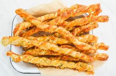 Gruyere and Thyme Cheese Straws Butter Puff Pastry, Puff Pastry Dough, Cheese Straws, Nappy Cakes, Greek Recipes, Food Hacks, Brunch, Food And Drink, Appetizers