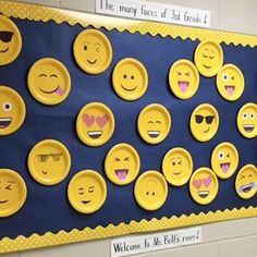 Check out these cool back to school bulletin boards! Welcome students with these creative bulletin board and classroom door decorating ideas. Creative Bulletin Boards, Back To School Bulletin Boards, Classroom Bulletin Boards, August Bulletin Boards, Holiday Bulletin Boards, Preschool Bulletin, Classroom Displays, Classroom Themes, Decoration Creche