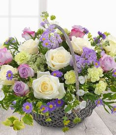 Small White Flowers, White Wedding Flowers, Bridal Flowers, Beautiful Flowers, Basket Flower Arrangements, Beautiful Flower Arrangements, Floral Arrangements, Basket Of Flowers, Bouquet Champetre